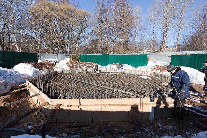 """Первый бетон залит в основание нового """"старого"""" фонтана"""