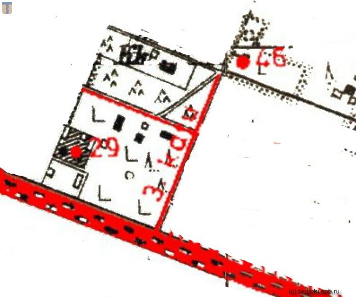 Фрагмент карты Келломяки 1930-х гг. из книги Э. Кяхёнен с наложением на топографическую карту и обозначением казарм и народной школы
