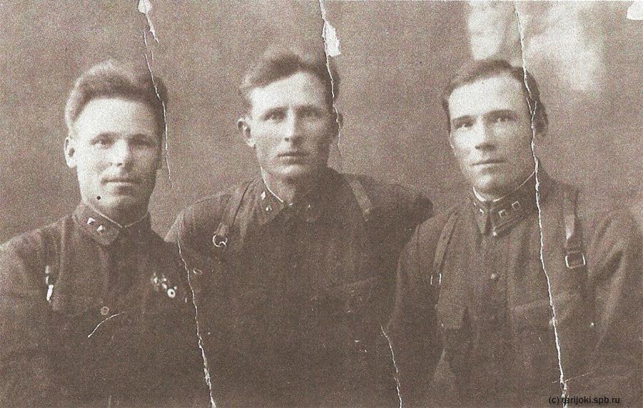 А. Г. Казанцев на довоенной фотографии (в центре)