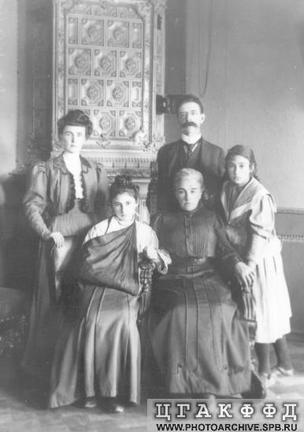 Семья погибшего и Г.Б. Иоллос