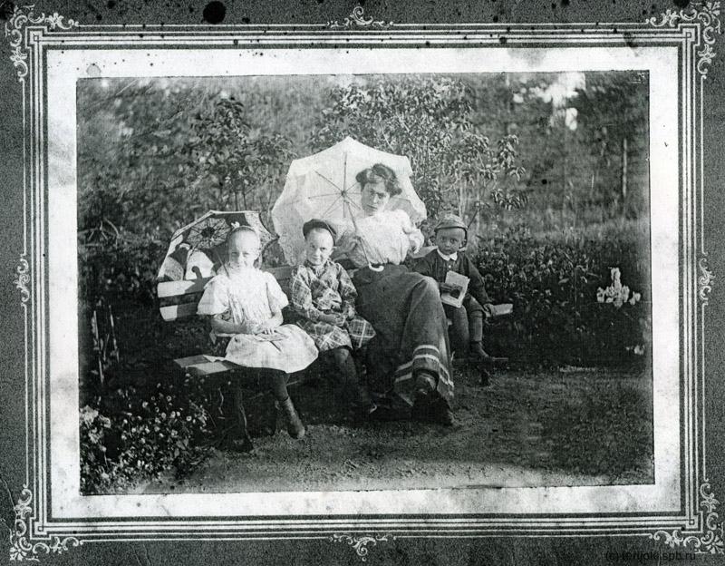 М.Г.Владимирова с детьми