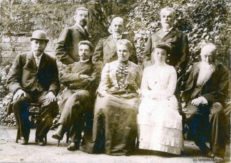 Семейная фотография, сделанная на Б. Гребецкой, 69