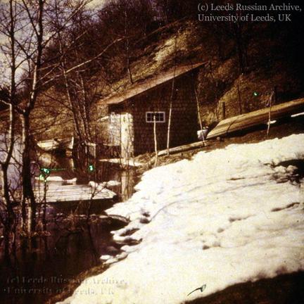 Служебная постройка виллы 'Аванс' на берегу р.Ваммельйоки. Фото Л. Андреева, 1910.