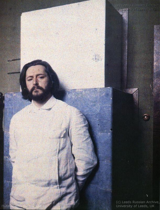 Леонид Андреев у камина. 1910 год, фото Л. Андреева
