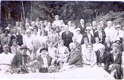 Празднование 85-летия И. Е. Репина. Присутствуют дачники из Келломяк, Куоккалы, Оллилы.