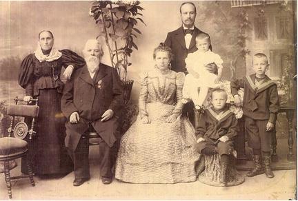 Фотография семьи Сандиных, примерно 1897-99 гг.