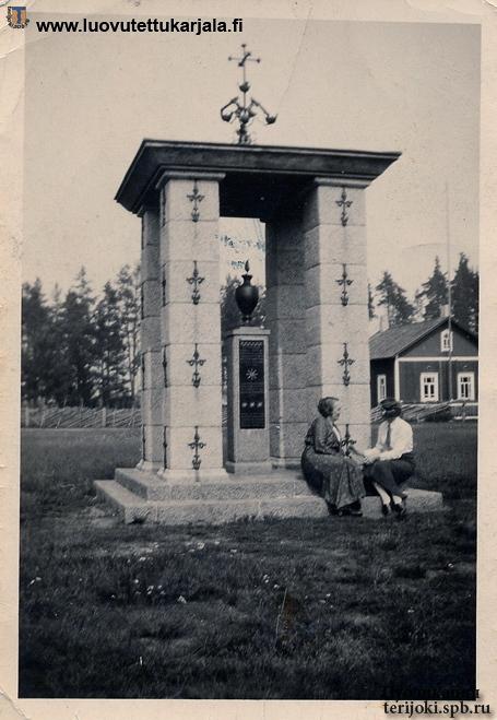 Памятник в честь сражения 1656 г. на площади в Рауту. Фото с сайта luovutettukarjala.fi, 05.08.1934 г.